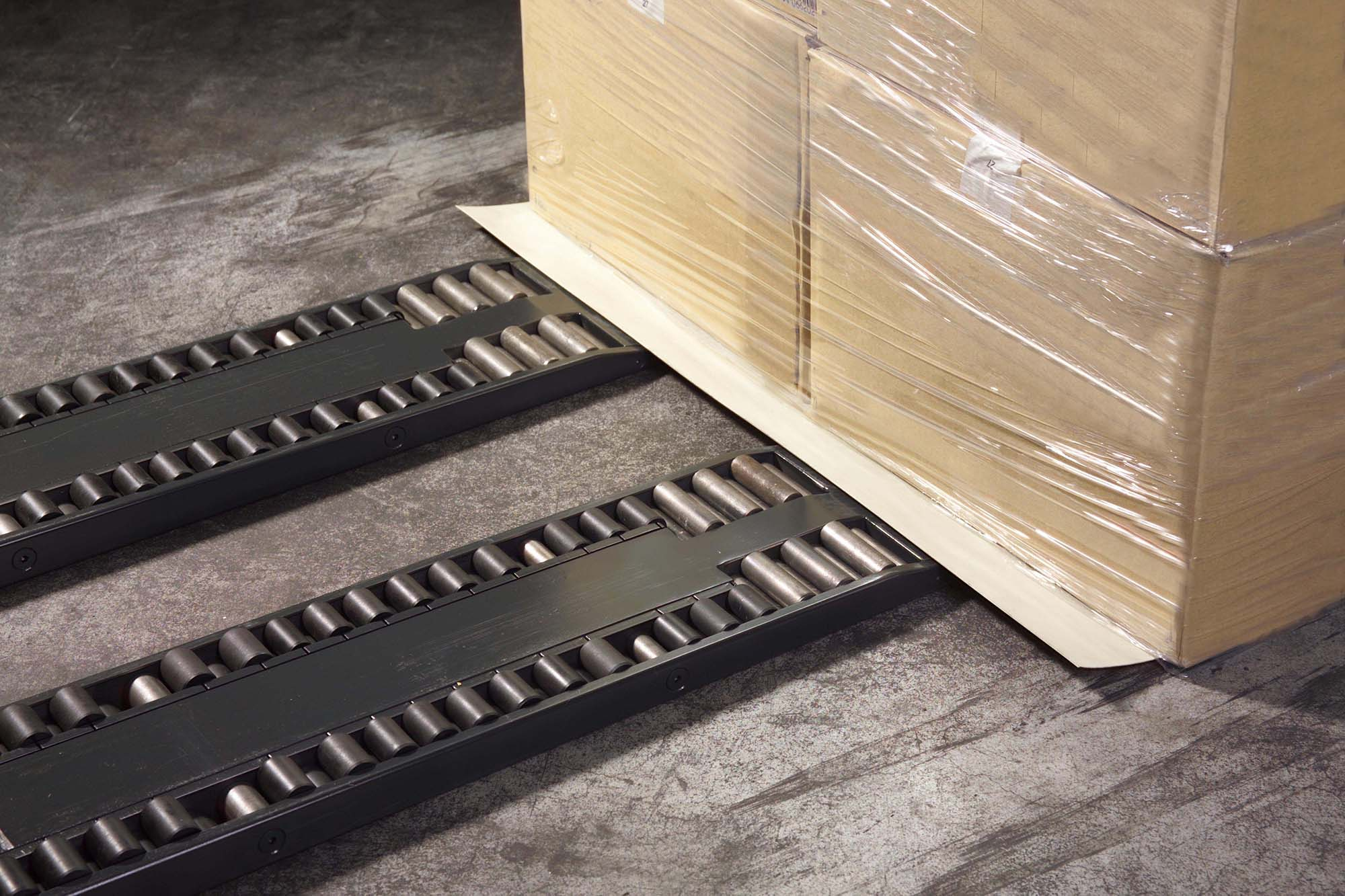 Handling With Slip Sheets And Wooden Pallets I Eltete Tpm